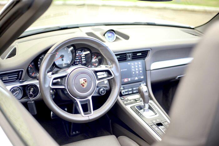 PORSCHE 911 2017 completo