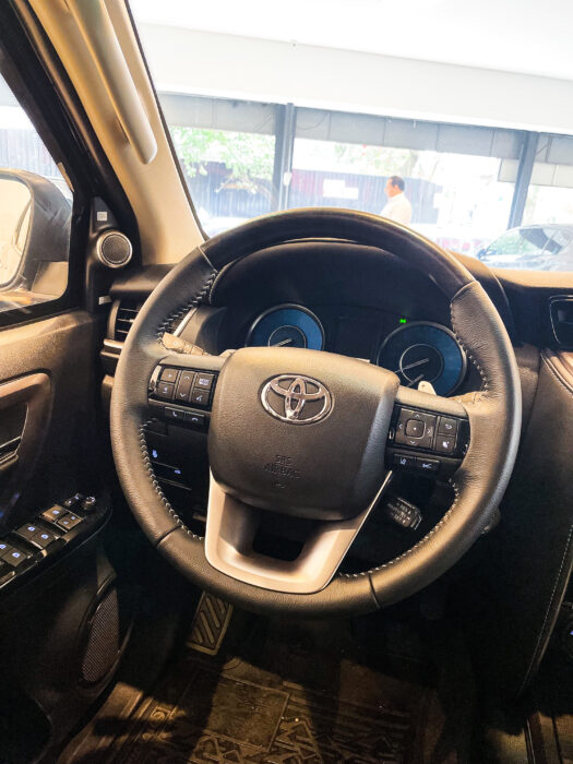 TOYOTA HILUX SW4 2021 completo