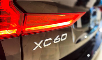 VOLVO XC60 2021 completo
